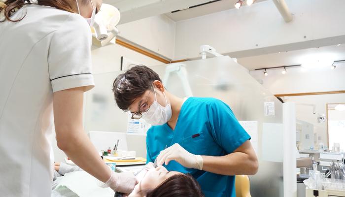 皆様が笑顔で来院できる歯科医院作りを目指しています。